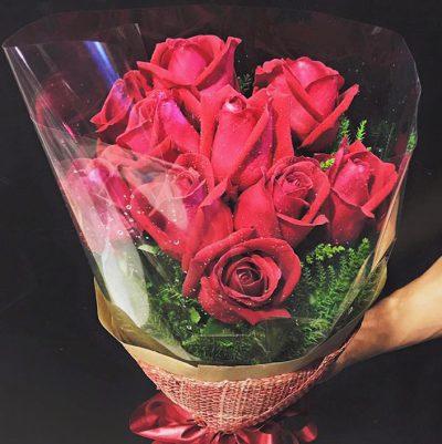 ไม่อยากได้เลยจริงจริ๊ง! กับช่อดอกกุหลาบสีแดงสดใส