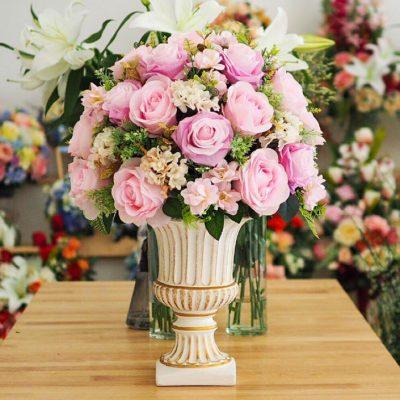 แจกันดอกไม้สีสันสดใสมอบให้คนที่รัก