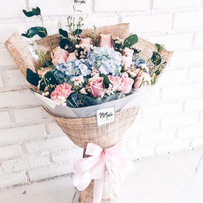 ส่งช่อดอกไม้แสดงความยินดีรับปริญญา